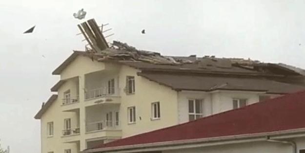 Kırıkkale'de korku dolu anlar! Çatılar uçtu, ağaçlar kökünden söküldü
