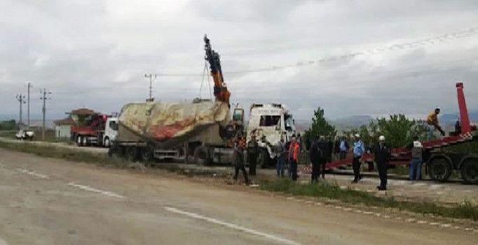 Kırşehir'de TIR devrildi, trafik felç oldu