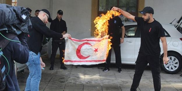 KKTC Bayrağı'nın yakılmasının ardından Türkiye'den sert tepki: Rumlar ve Yunanistan da sorumlu!
