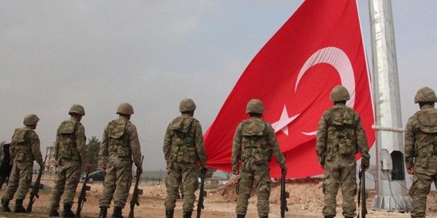 Kobani sınırına dev Türk bayrağı asıldı/VİDEO