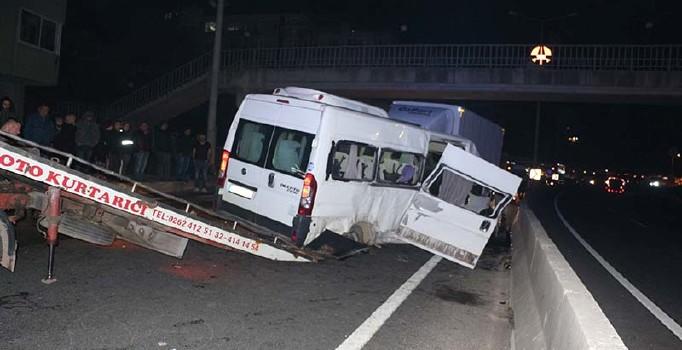 Kocaeli Gölcük'te düğün dönüşü kaza: 1 ölü 17 yaralı