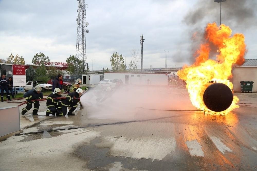 Kocaeli'de 15 bin kişi yangınla mücadele tekniklerini öğrendi