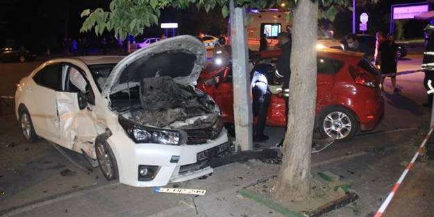 Kocaeli'de can pazarı! İki araç kafa kafaya çarpıştı