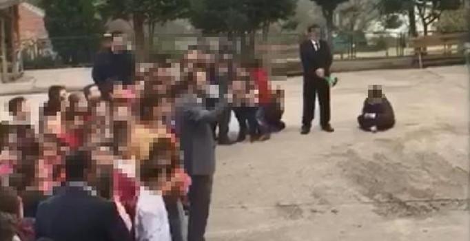 KOCAELİ'DE ÖĞRETMENLER GÜNÜNDE UTANDIRAN OLAY! SOĞUKTA ÖĞRENCİSİNİ BETONA OTURTTU