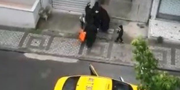 Kocaeli'de skandal olay! Taksiden atılan kadın sokakta doğum yaptı