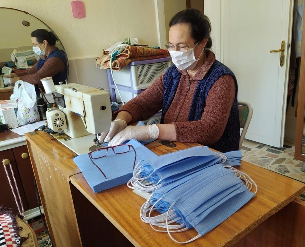 Koçarlı Belediyesi ve kadınlar el ele maske üretimine başladı