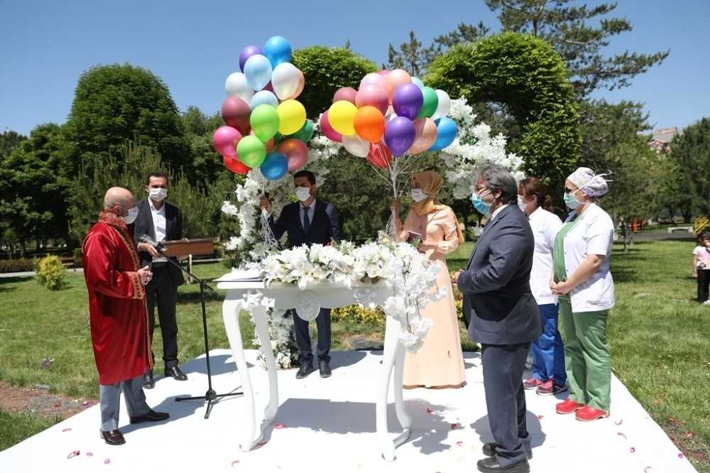 Kocasinan'da nikahlar açık havada kıyılıyor
