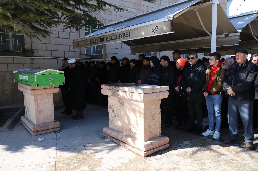 Kocasının canice öldürdüğü kadın, Kırşehir'de son yolculuğuna uğurlandı