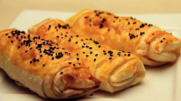 Kolay börek nasıl yapılır?   Hazır yufkadan kolay börek tarifi