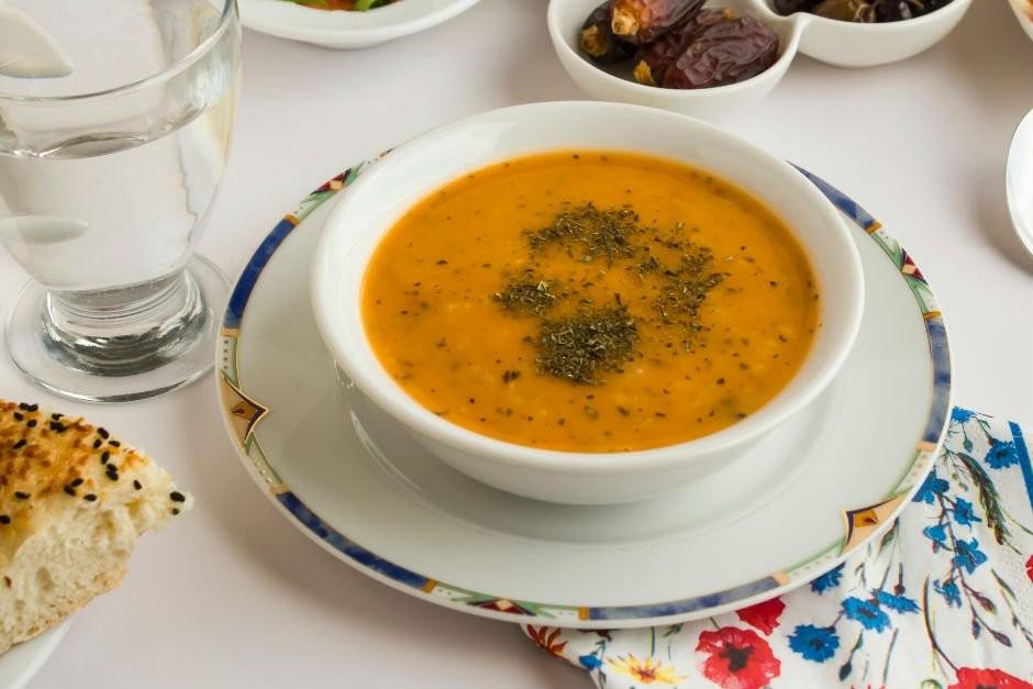 Kolay ezogelin çorbası nasıl yapılır? 10 dakikada ezogelin nasıl pişirilir?
