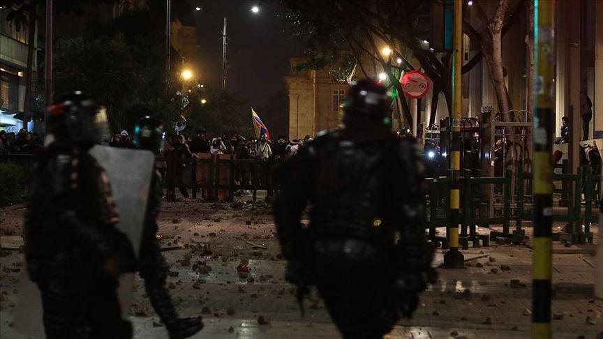 Kolombiya'da genel grev protestolarında göstericilerle polis çatıştı