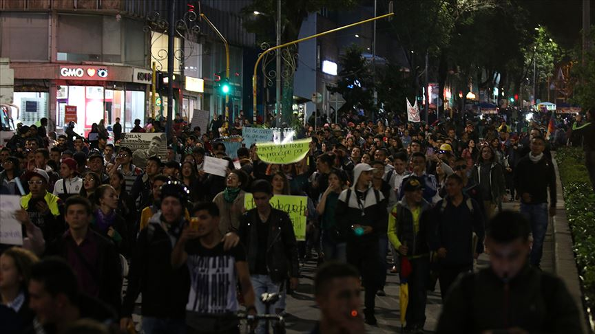 Kolombiya'daki hükümet karşıtı protestolarda 1 polis ağır yaralandı