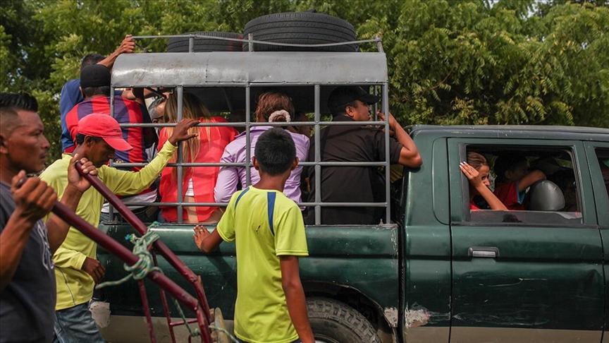 Kolombiya'dan ABD'ye gitmek isteyen 9 bin göçmen sınırların açılması için bekliyor