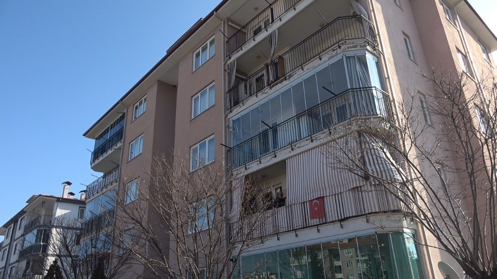 Komşusunun evinde yaralı bulduğu kadın hastanede öldü