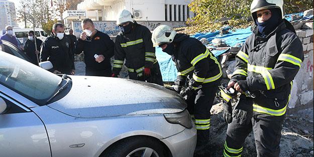Kömür üzerine park eden araç alev alev yandı