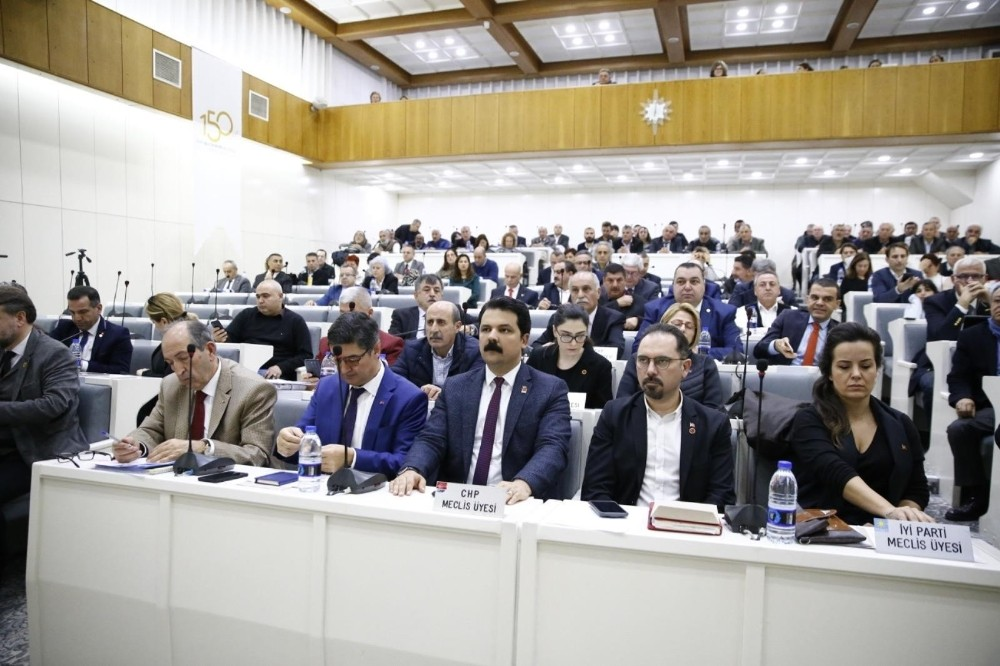 Konak meclisinde deprem ve İdlip şehitleri için saygı duruşu