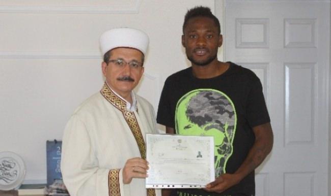 Kongolu futbolcu Bakaki Manisa'da müslüman oldu