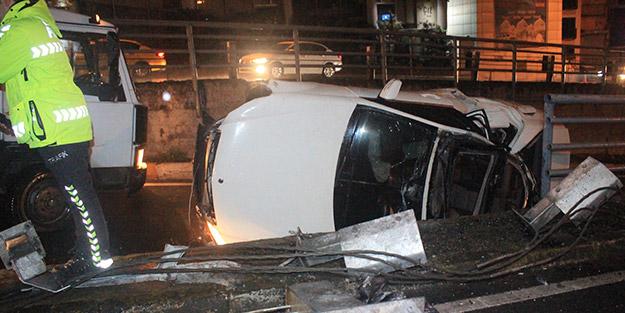 Kontrolden çıkan otomobil, Unkapanı Köprüsü girişinde takla attı! Yaralılar var