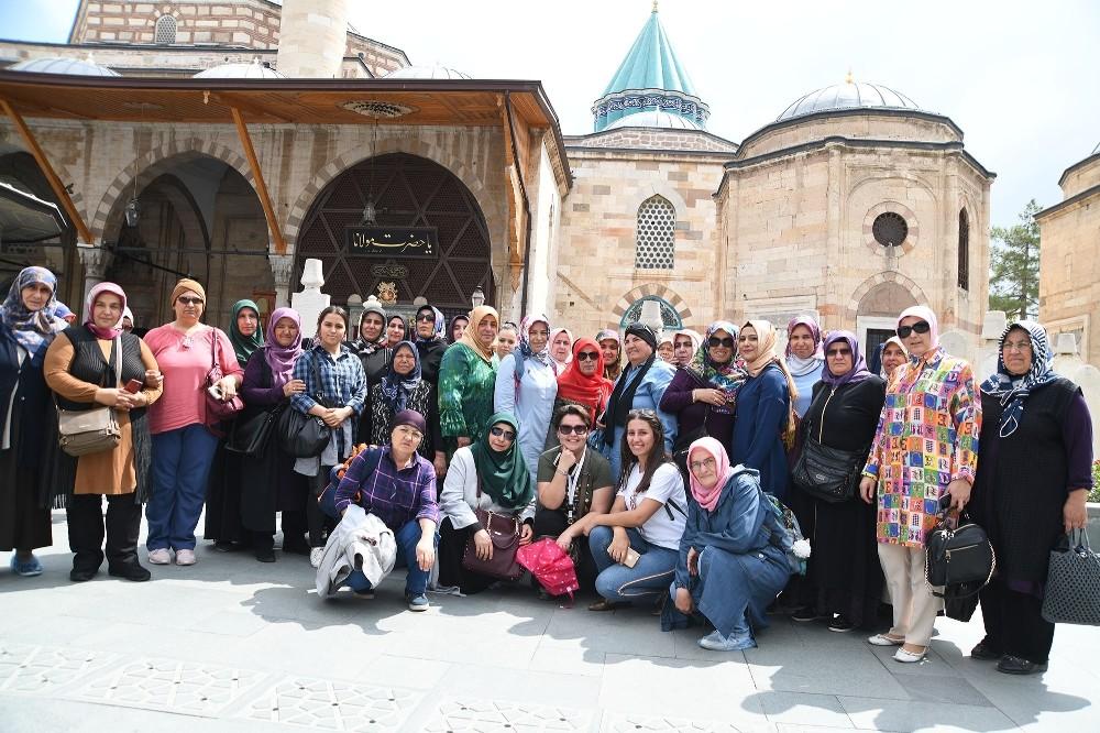 Konya yolcularını Başkan Köse uğurladı