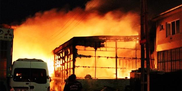 Konya'da feci yangın! İş yerileri kül oldu