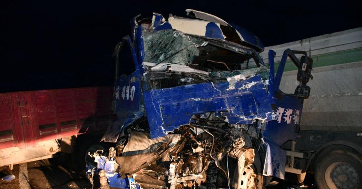 Konya'da kamyon ile TIR çarpıştı! 2 yaralı