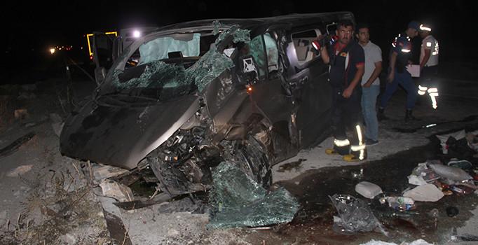 Konya'da minibüs devrildi: 2 kişi öldü, 5 kişi yaralandı
