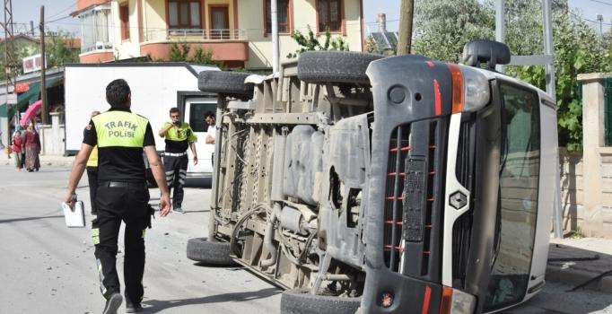 Konya'da öğrenci servisi, kamyonetle çarpıştı: 5 yaralı