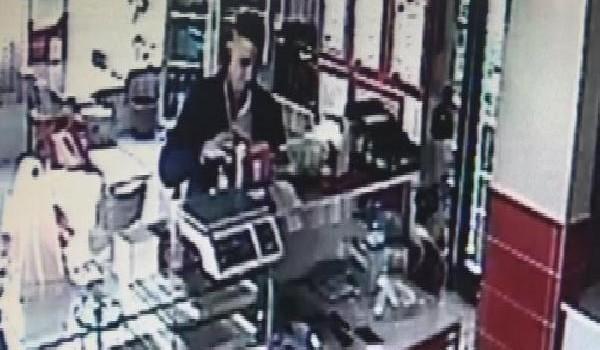 Konya'da sadaka kutularını çalan hırsız güvenlik kamerasında
