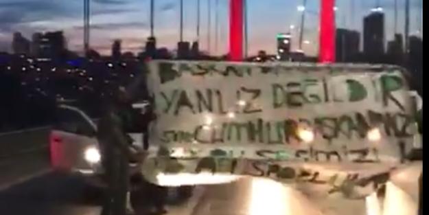 Köprüyü kapatıp, pankart açtılar