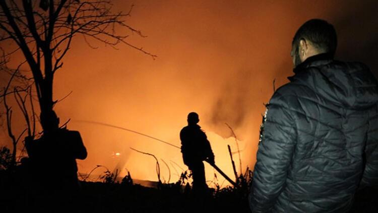 Korkutan yangın! Aile evsiz kaldı