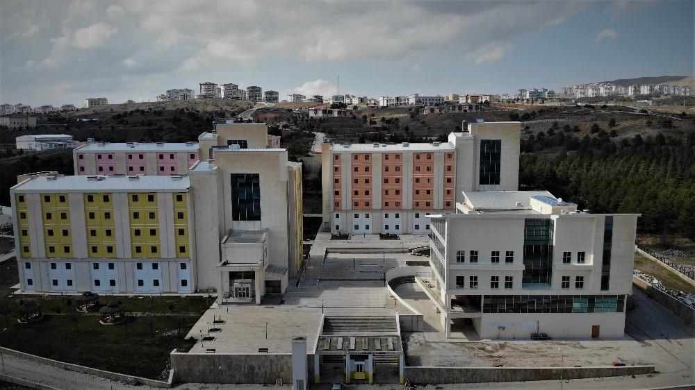 Korona virüsle mücadele eden sağlık çalışanlarına yurt tahsis edildi