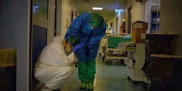 Koronavirüs durdurulamıyor! Doktorun yıkıldığı an böyle görüntülendi