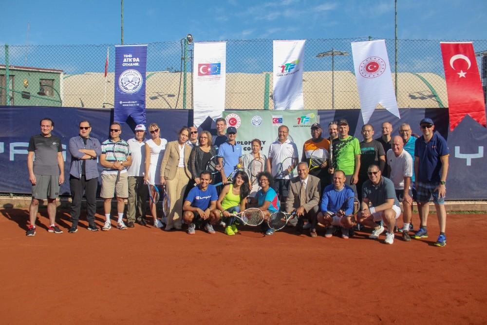Kortta Diplomasi 2019 Tenis Turnuvası'nın açılış töreni gerçekleşti