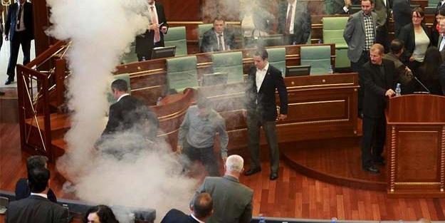 Kosova'da iki milletvekiline gözaltı