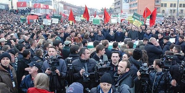 Kosova'da olaylı protesto