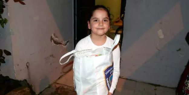 Küçük kızın cips ve çikolata isteğini polis geri çevirmedi
