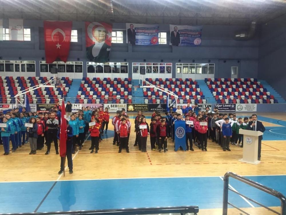 Küçükler hentbol grup müsabakaları 200 sporcunun katılımıyla başladı