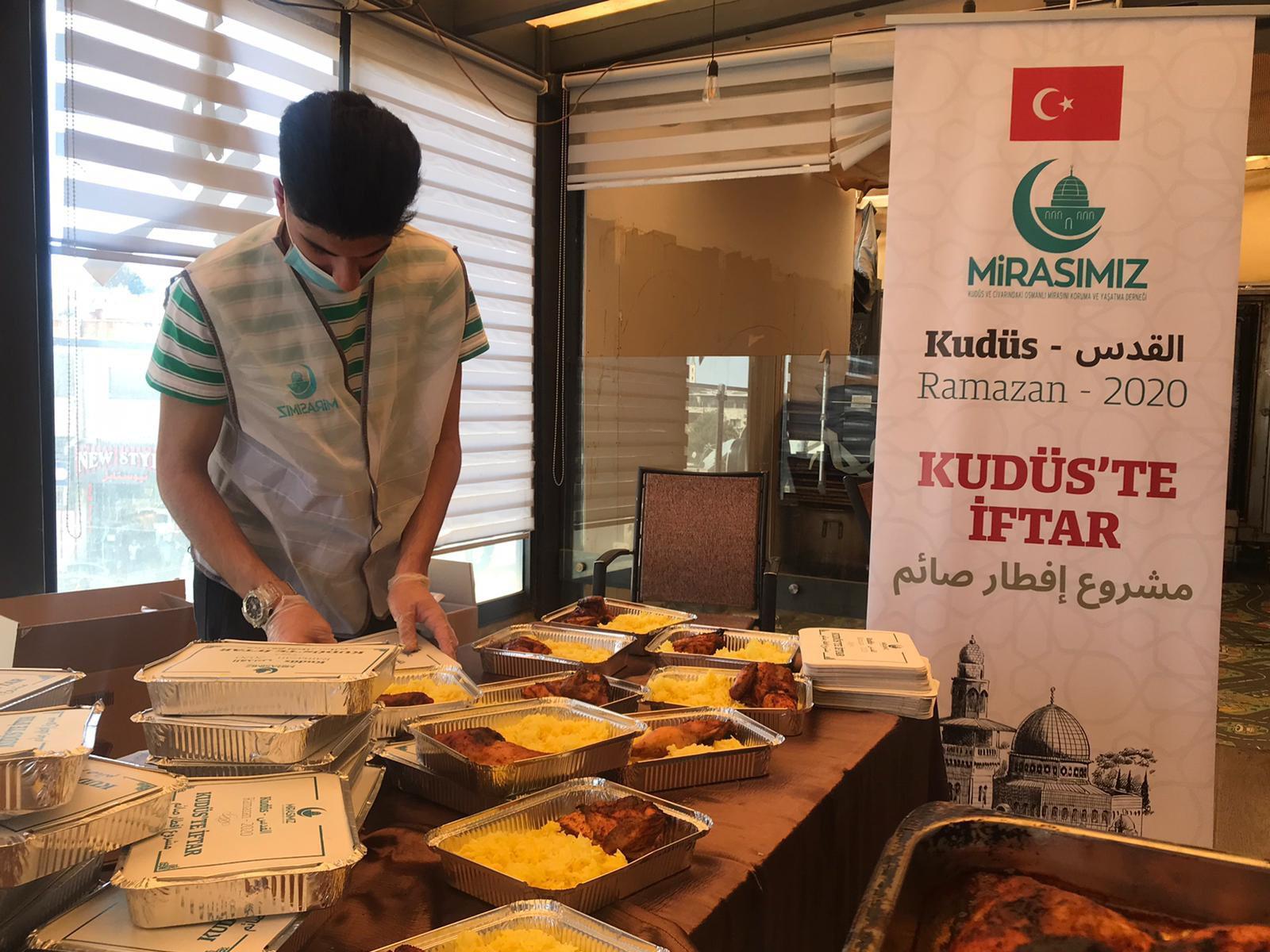 Kudüslüler, Ramazan ayında Türkiye'den giden yardımlarla nefes aldı