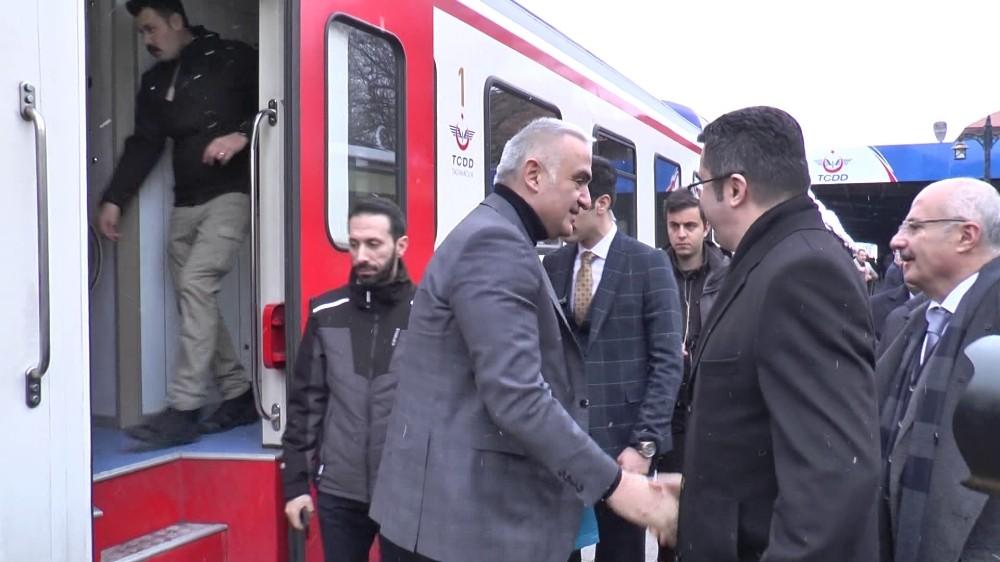 Kültür ve Turizm Bakanı Ersoy, Doğu Ekspresi ile Kars'a geçti