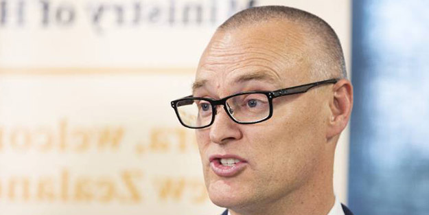 Koronavirüsü yendiğini açıklayan ülkenin Sağlık Bakanı istifa etti