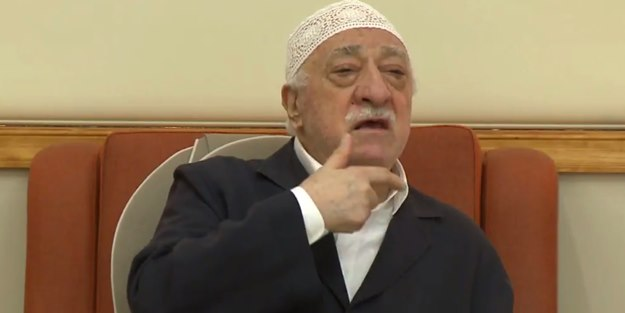 Kur'an'a el bastırıp soruları çalmışlar!