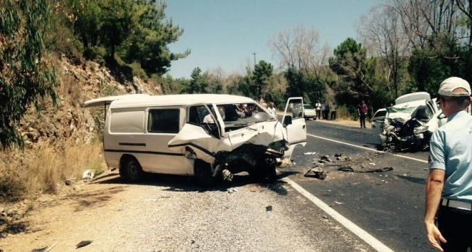 Kuşadası'nda trafik kazası, 2 ölü 7 yaralı