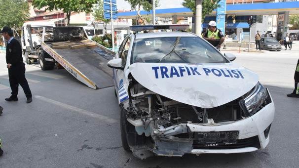 Kütahya'da Bakan Eroğlu'nun konvoyunda kaza: 1 öğrenci ve 2 polis yaralı
