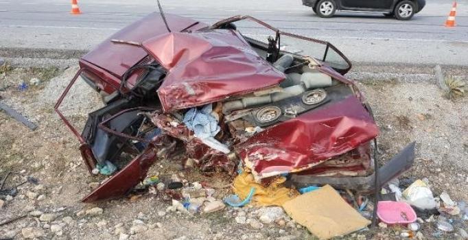 Kütahya'da geri gelen otomobile TIR çarptı: 2 kişi öldü, 4 kişi yaralandı