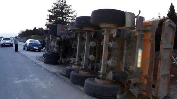 Kütahya'da şarampole yuvarlanan TIR'ın sürücüsü ağır yaralandı