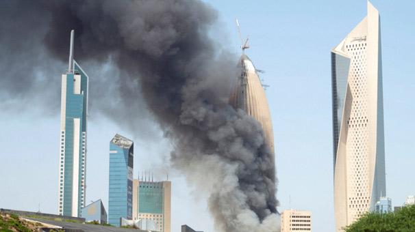 Kuveyt'teki gökdelende korkutan yangın!
