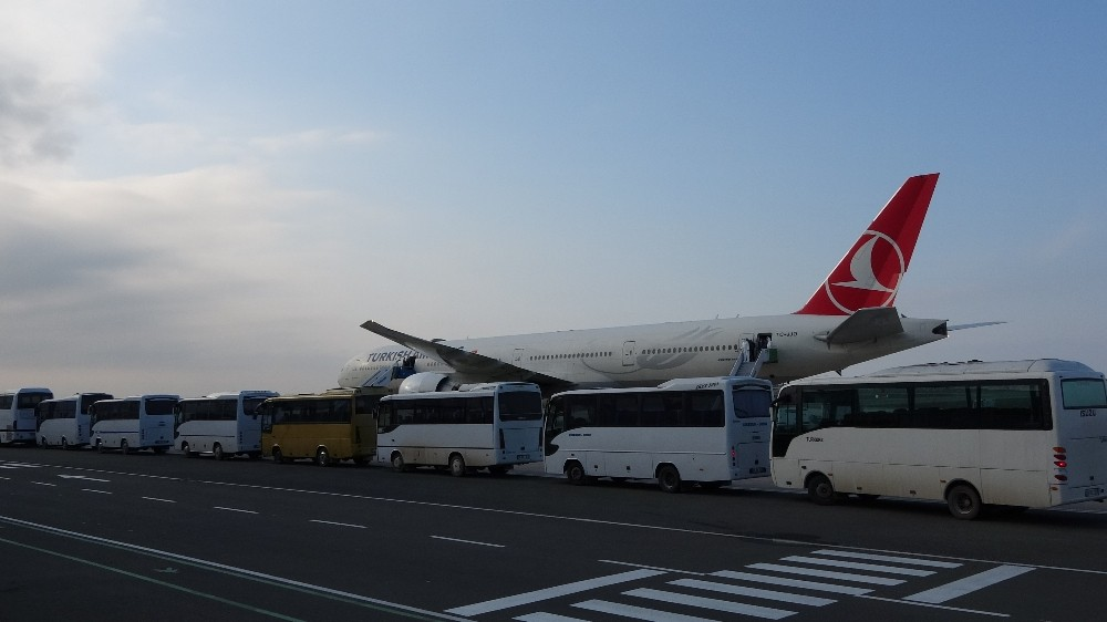 Kuveyt'ten 301 işçi Türkiye'ye getirildi