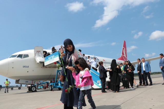 Kuveyt'ten Samsun Havalimanı'na ilk uçak indi! Öyle bir karşılandılar ki...