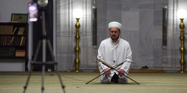 Kuzey Makedonya'da imamlar ilk teravih namazını boş camilerde kıldı