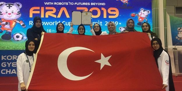 Laikçileri çıldırtacak haber: İmam Hatipli kız öğrenciler robot yarışmasında dünya 3'üncüsü oldu!